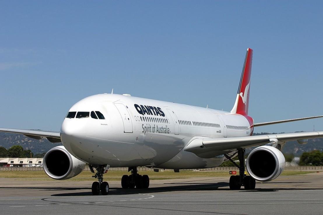1280px-Airbus_A330-303,_Qantas_AN0743607