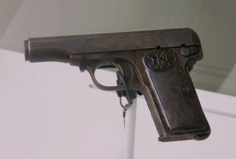 Gabrillo_Princip's_pistol_(3444725633)