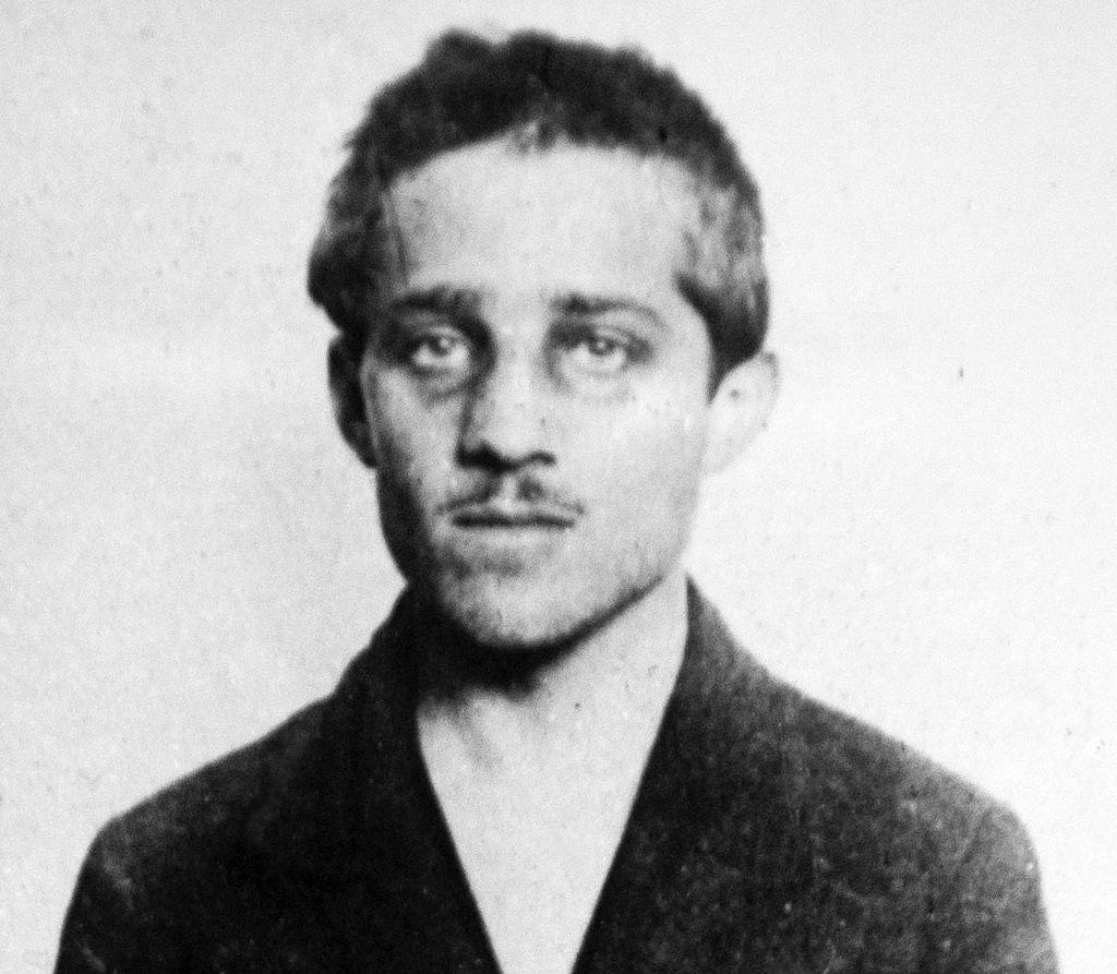 Gavrilo_Princip,_cell,_headshot,_bw