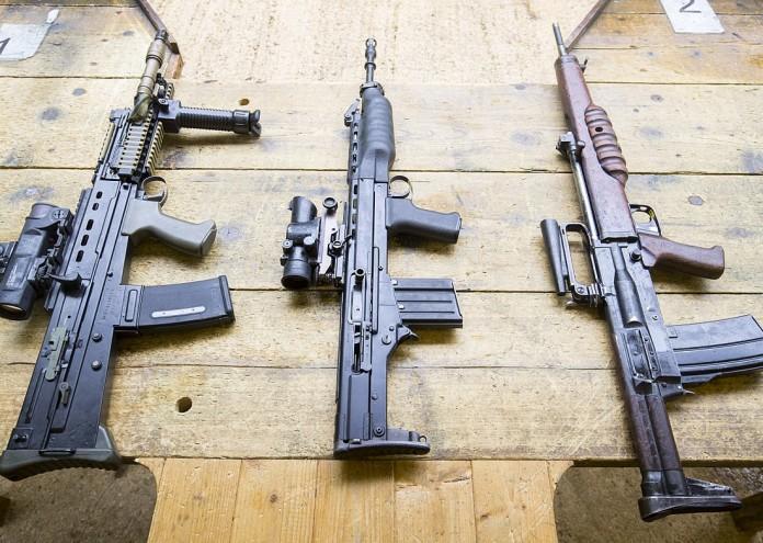 1200px-British_Assault_Rifles_MOD_45162601