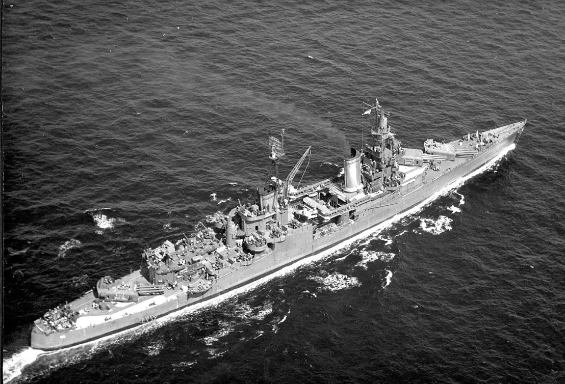 1280px-USS_Indianapolis_(CA-35)_underway_at_sea,_in_1943-1944_(NH_124466)