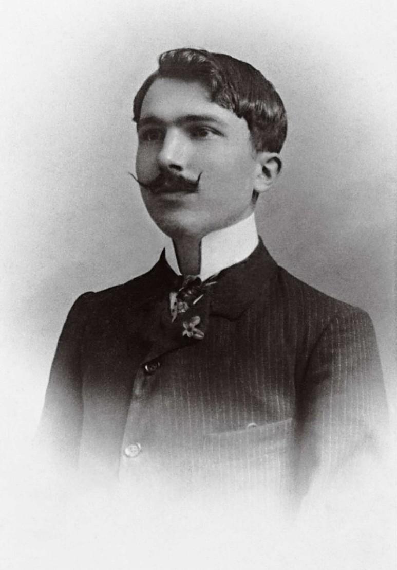 800px-Nikos_Kazantzakis_1904