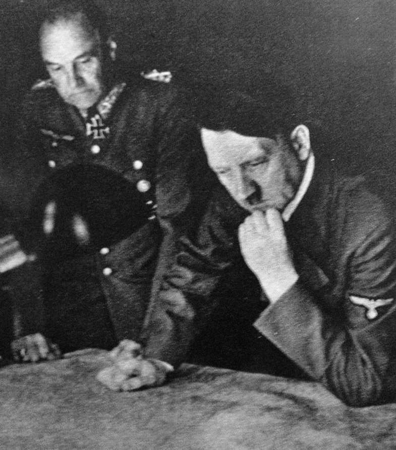 Hitler_and_von_Brauchitsch_1941