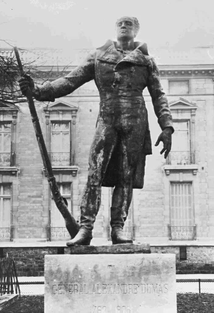 Statue_of_General_Thomas-Alexandre_Dumas