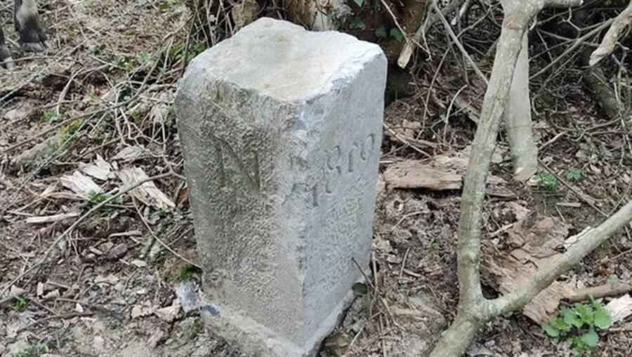 french-belgian-border-stone-close-up