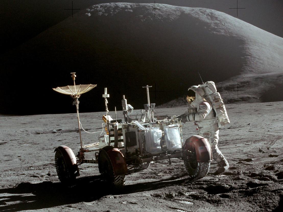 1280px-Apollo_15_Lunar_Rover_and_Irwin