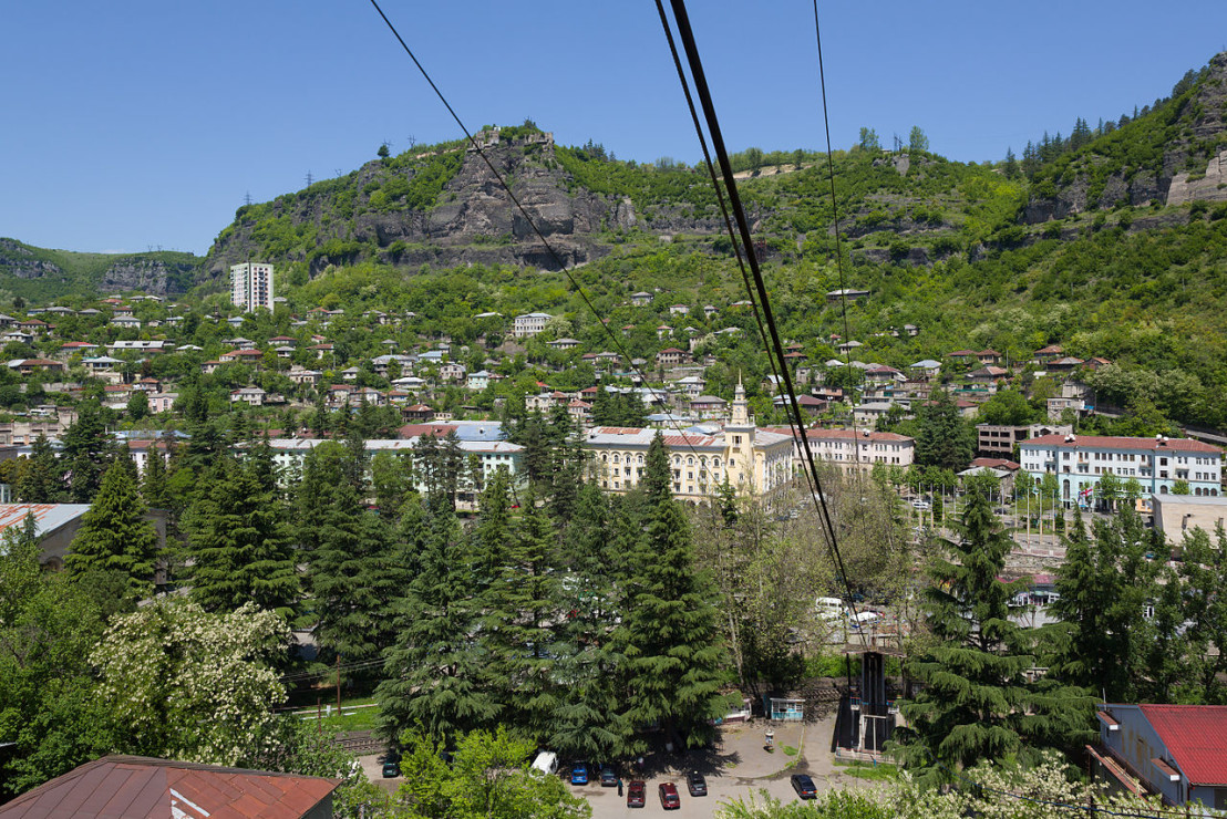 1280px-Chiatura_Cable_Cars_11