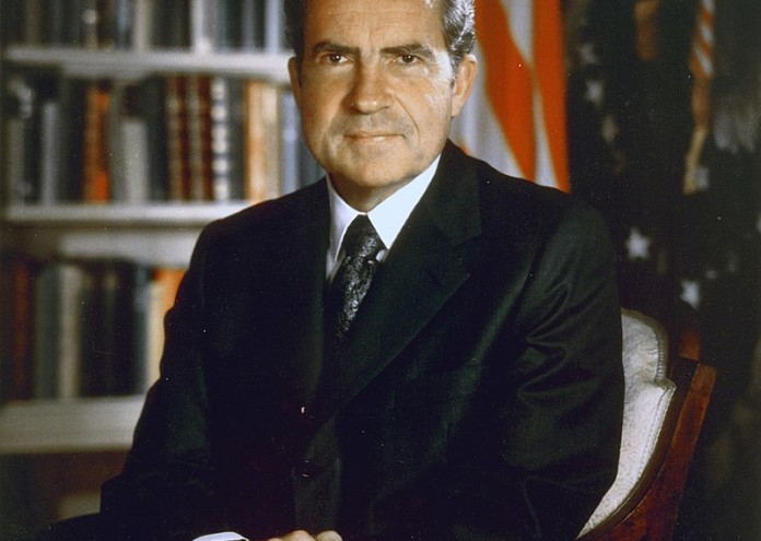 800px-Nixon_30-0316a