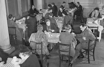 982px-Members_of_the_public_enjoying_a_meal_in_one_of_the_chain_of_British_Restaurants_established_during_the_Second_World_War,_London,_1943._D12268