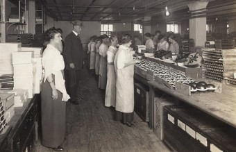 Inspecting_a_Candy_Factory_(FDA045)_(7039500349)