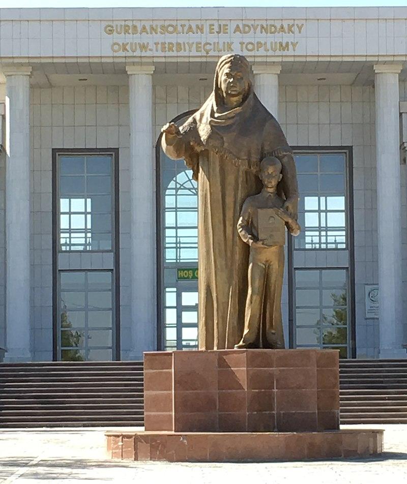 Gurbansoltan-eje-statue-ashgabat